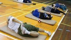 Idosos praticando atividades físicas