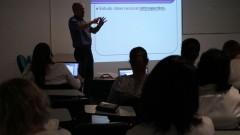 Professor e alunos em sala durante aula no HRAC - Hospital de Reabilitação de Anomalias Craniofaciais (Centrinho) em Bauru - SP. Foto: Adauto Nascimento / Banco de Imagens do HRAC