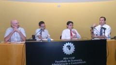 Debatedores no auditório da FEA