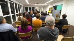 """Público no debate no lançamento do livro """"Matemática dos Afetos"""" de Flo Menezes. Foto: Marcos Santos/USP Imagens"""