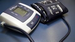Aparelho digital de medir pressão. Foto: Marcos Santos/USP Imagens
