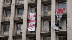 Luta por moradia. Faixa por moradia digna na fachada de prédio ocupado no centro de São Paulo. Foto: Marcos Santos/USP Imagens