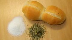 Pessoas que sofrem de hipertensão arterial apresentam maior avidez pelo consumo de alimentos com sal. A adição de orégano à massa de pães modificou essa preferência. Foto: Marcos: Marcos Santos/USP Imagens