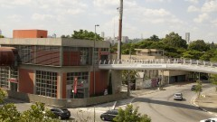 Vista da Estação Cidade Universitária da CPTM e da passarela dos Estudantes. Foto: Marcos Santos / USP Imagens