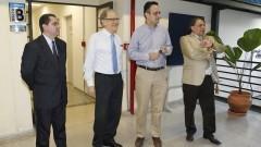 Professores visitam o Laboratório de Astroinformática do Departamento de Astronomia. Foto: Marcos Santos/USP Imagens