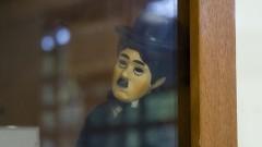 """Boneco Charlie Chaplin na exposição """"Cenas Infantis e Brinquedos da Infância"""" no Museu da Educação e do Brinquedo (MEB) da Faculdade de Educação (FEUSP). Foto: Marcos Santos / USP Imagens"""