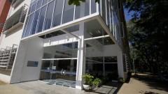 Vista da fachada da nova Biblioteca da Faculdade de Educação (FEUSP) localizada na Avenida da Universidade. Foto: Marcos Santos / USP Imagens