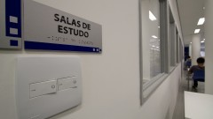 A Nova biblioteca da Faculdade de Comunicação possui várias salas de estudos para atender melhor os usuários. Foto: Marcos Santos/USP Imagens
