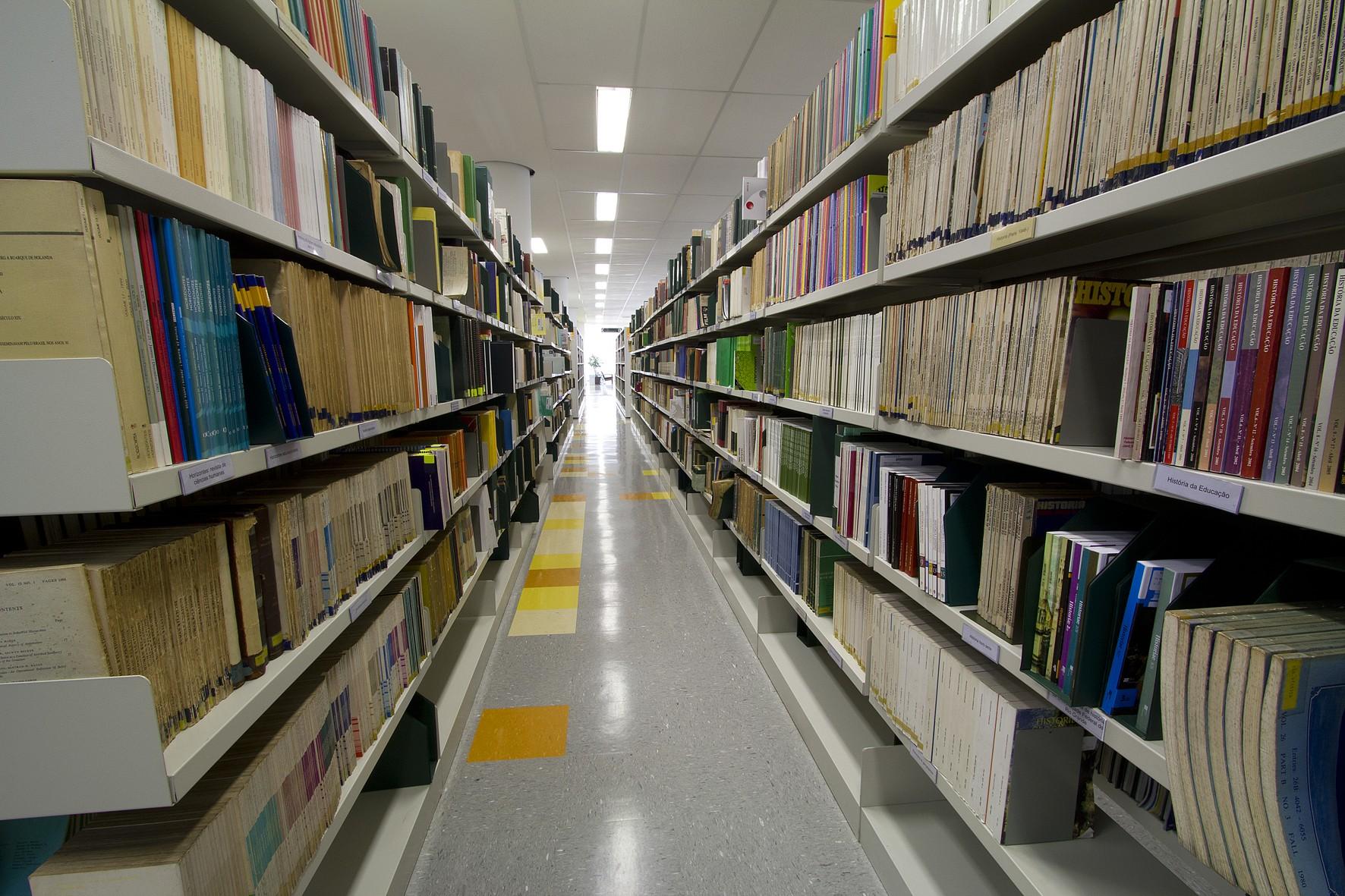 Nova Biblioteca III – FEUSP » USP Imagens Banco de imagens da USP #2F4463 1772x1181