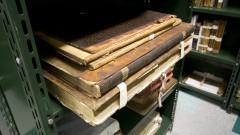 Livros raros em estante da Nova Biblioteca da Faculdade de Educação (FEUSP).  Foto: Marcos Santos / USP Imagens