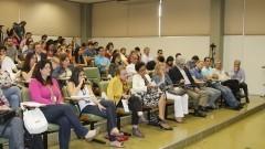 """Público acompanha debate sobre o """"Programa Supernova"""" em auditório do Instituto de Ciências Biomédicas III (ICB III). O Programa propõe novas maneiras de ensinar e pesquisar, e foi inspirado na plataforma Spark da Faculdade de Medicina da Universidade de Stanford nos Estados Unidos (EUA). Foto: Marcos Santos / USP"""