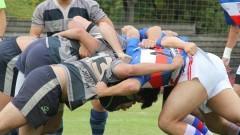 Jogadores formam um scrum-half. Realizado no Cepeusp, o torneio teve o objetivo de difundir as atividades esportivas no corpo universitário e criar condições estruturais para a perpetuação das práticas na Universidade.  Foto: Marcos Santos/USP Imagens