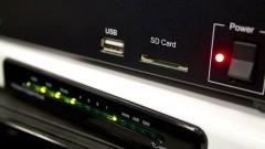 Detalhe de aparelhos usados para analisar e simular uma transmissão de TV Digital no Centro Interdisciplinar em Tecnologias Interativas (CITI) da Escola Politécnica (EPUSP). Foto: Marcos Santos / USP Imagens