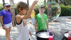 Jovens participam das atividades da 1ª Virada Científica. Foto: Marcos Santos/USP Imagens