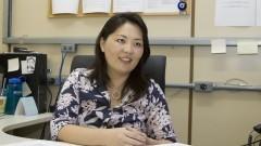 Professora Cassiana Seimi Nomura busca constantemente novos métodos para determinações diretas por espectrometria. Foto: Marcos Santos/USP Imagens
