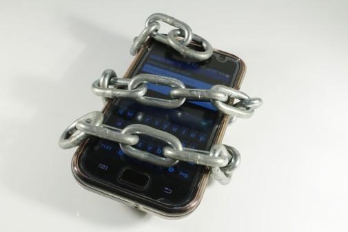 celular acorrentado