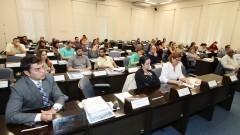 Participantes do GECOM acompanham as palestras. Foto: Marcos Santos/USP Imagens