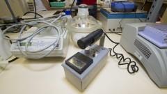 Contador Geiger, aparelho que detecta o nível de radiação no ambiente. Foto: Marcos Santos/USP Imagens