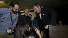 Detalhe de arquiteto japonês Kengo Kuma interagindo com o público na palestra realizada em 12/11/2014 no Auditório Ariosto Mila da Faculdade e Arquitetura e Urbanismo (FAU). Foto: Marcos Santos/USP Imagens
