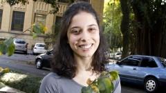 Detalhe de Adriana Carrieri em área arborizada da Faculdade de Saúde Pública (FSP). Foto: Marcos Santos / USP Imagens