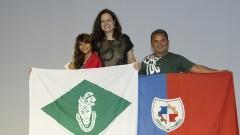 Profa. Roseli de Deus Lopes entre premiados da FEBRACE. Foto: Marcos Santos/USP Imagens