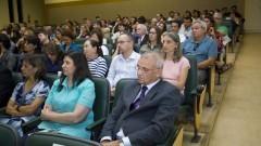 """Convidados sentados no Anfiteatro """"Altino Antunes"""" durante a Comemoração dos 95 anos de criação do Curso de Medicina Veterinária e de 80 anos de criação da FMVZ. Foto: Marcos Santos/USP Imagens"""