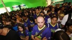 Participantes da feira e público da 12ª edição da FEBRACE. Foto: Marcos Santos/USP Imagens