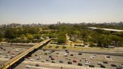 Vista da Avenida Pedro Álvares Cabral e parque do Ibirapuera ao fundo. Foto: Marcos Santos/USP Imagens