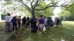 Estudantes reúnem-se em torno de árvore na 8ª Assembléia Nacional dos Estudantes Livre (ANEL). O evento ocorreu dia 21 de março (2014) nas dependências da Tenda Cultural Ortega e Gasset, na Cidade Universitária Armando de Salles OliveiraFoto: Marcos Santos / USP Imagens