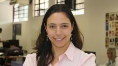 Fabiana Grieco, pesquisadora associada do Coletivo Escola do Futuro mostra as dependências do Núcleo de Apoio à Pesquisa (NAP). Foto: Marcos Santos / USP Imagens