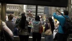 Populares fotografam a manifestação na Avenida Paulista. Foto: Marcos Santos/USP Imagens