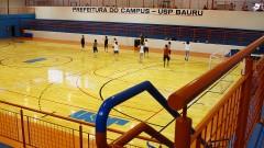 """Treino na quadra do Conjunto Esportivo """"Prof. Dr. Diógenes de Abreu"""", do campus da USP em Bauru, interior de São Paulo. Foto: Marcos Santos."""
