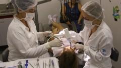 """Criança recebe tratamento no """"Centrinho"""", o nome popular do Hospital de Reabilitação de Anomalias Craniofaciais da Universidade de São Paulo (HRAC - USP), no campus de Bauru, interior de São Paulo. Foto: Marcos Santos."""