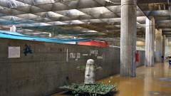 Pilastras no último andar do prédio da Faculdade de Arquitetura e Urbanismo da Universidade de São Paulo (FAU - USP), concluído em 1969 na Cidade Universitária, São Paulo. Foto: Marcos Santos.