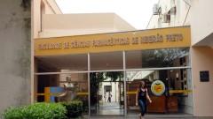 Entrada da Faculdade de Ciências Farmacêuticas de Ribeirão Preto (FCFRP - USP), no campus de Ribeirão Preto, interior de São Paulo. Foto: Marcos Santos.