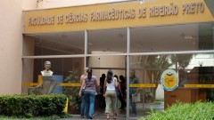 Fachada da Faculdade de Ciências Farmacêuticas de Ribeirão Preto (FCFRP - USP), no campus de Ribeirão Preto, interior de São Paulo. Foto: Marcos Santos.