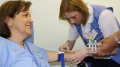 Mulher voluntária doa sangue para o projeto ELSA (Estudo Longitudinal da Saúde do Adulto) no Hospital Universitário da Universidade de São Paulo (HU - USP), na Cidade Universitária, em São Paulo. Foto: Marcos Santos.