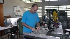 Oficina mecânica do curso de Física Aplicada à Medicina e à Biologia, da Faculdade de Filosofia, Ciências e Letras de Ribeirão Preto. (Foto: Creusa Maria Martins/Audiovisual FFCLRP).