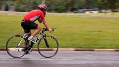 Ciclista na Cidade Universitária.