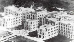 Faculdade de Medicina da USP: vista aérea de conjunto do prédio, antes da construção do Hospital das Clínicas. Data: 194-.