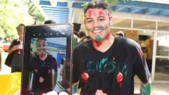 Calouro com rosto pintado durante a integração realizada pelos veteranos, no primeiro dia de matrículas na Faculdade de Economia, Administração e Contabilidade (FEA). Foto: Marcos Santos/USP Imagens