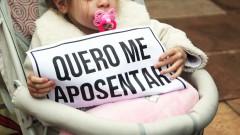 """Criança segura cartaz """" Quero me aposentar"""" greve geral – George Campos / USP Imagens"""