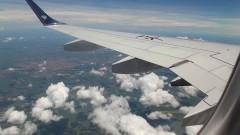 Aeronave cruza o céu da cidade. Foto: Marcos Santos/USP Imagens