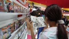 Garotas lendo revistas em quadrinhos. Foto: Marcos Santos/USP Imagens