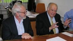 Professor Adnei Melges de Andrade e D. Enrique Iglesias em reunião no Instituto de Energia e Ambiente (IEE). Foto: Marcos Santos / USP Imagens