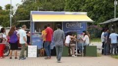 Público prestigia a Praça Gastronômica na Praça do Relógio. Foto: Marcos Santos/USP Imagens