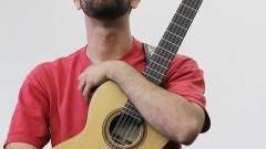 Bruno Sanches (viola de dez cordas e voz). Foto:Marcos Santos/USP Imagens