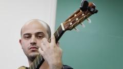 Giovanni Matarazzo (violão). Foto:Marcos Santos/USP Imagens