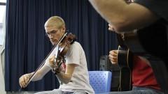 Bruno Menegatti (rabeca e viola de arco). Foto:Marcos Santos/USP Imagens
