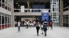 Entrada dos alunos para realização das provas da primeira fase do vestibular. Foto:Marcos Santos/USP Imagens